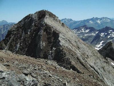 Du sommet du pic du Clot de la Hount (3289 m), la Pique Longue du Vignemale