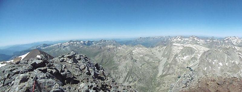 Du sommet du pic du Clot de la Hount (3289 m), panorama de la Tendeera,au Balatous