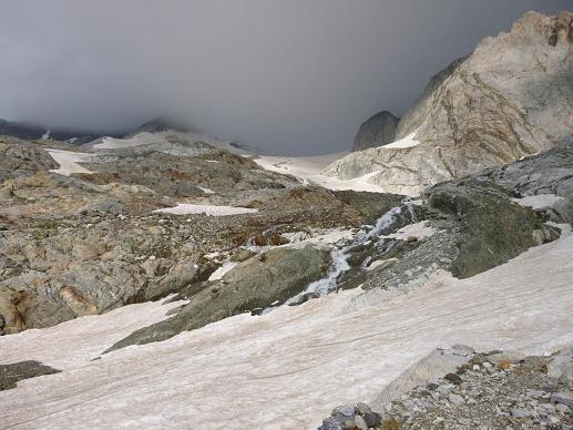 Montée vers le glacier d`Ossoue, sous les nuages