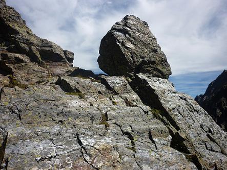 12 h29, retour au Port de la Pez 2451 m, et sa croix frontière 329