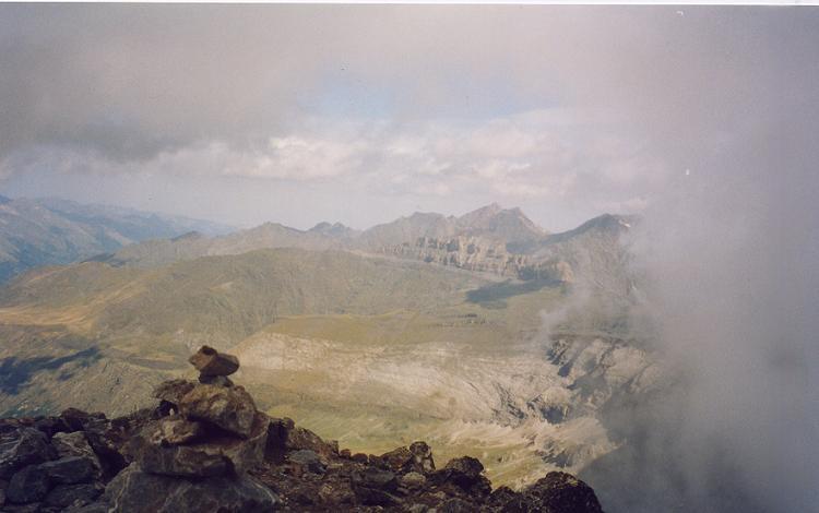 Du sommet du pic de la Munia 3133 m, le massif du pic Long