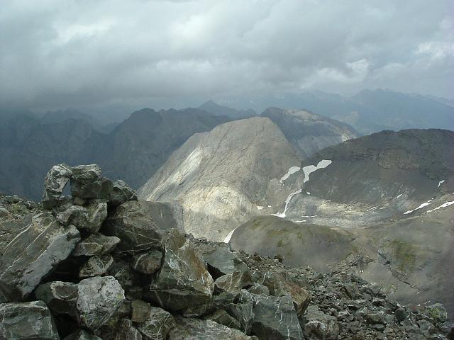 Du sommet du pico de la Robinera, la Pena Blanca ou Pène Blanque de Troumouse