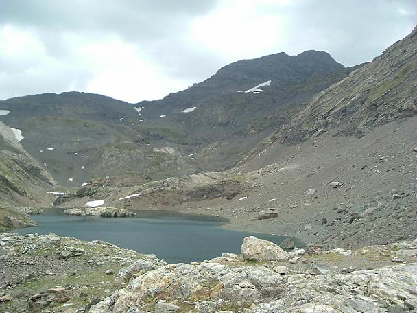 Retour de la Robinera en passant par les lagos de la Munia face au pic de la Munia