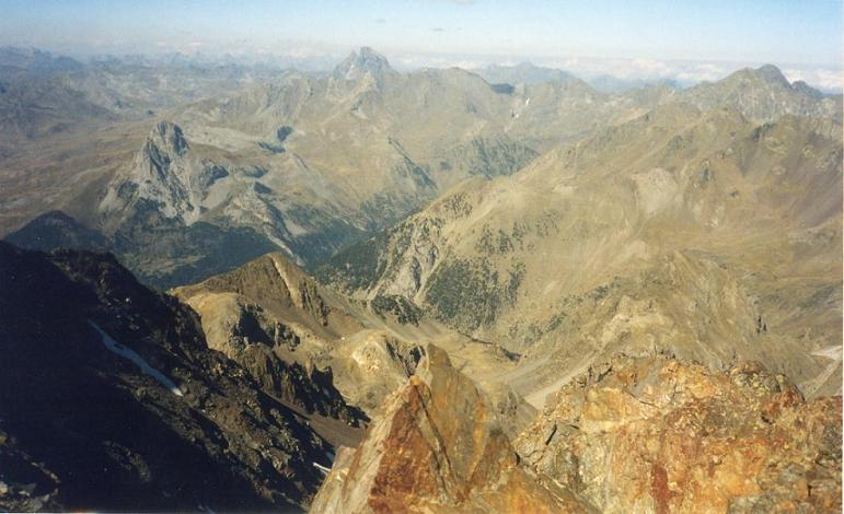 Du pico Algas Norte 3032 m, le collado de Argualas, la Pena Foratata et le pic du Midi d Ossau