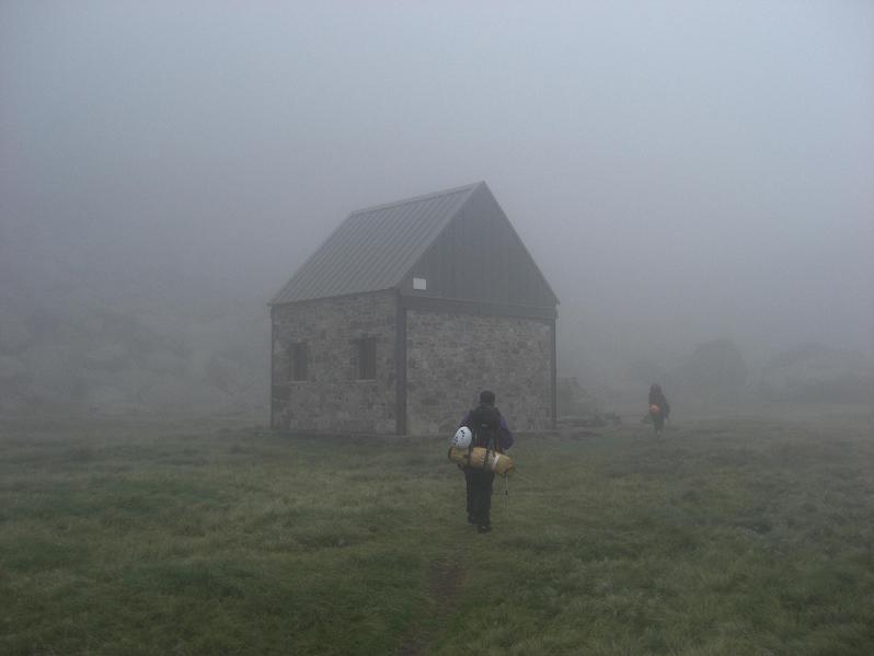 17 h 30 arrivée à la cabane de Prat-Cazeneuve 2020 mètres