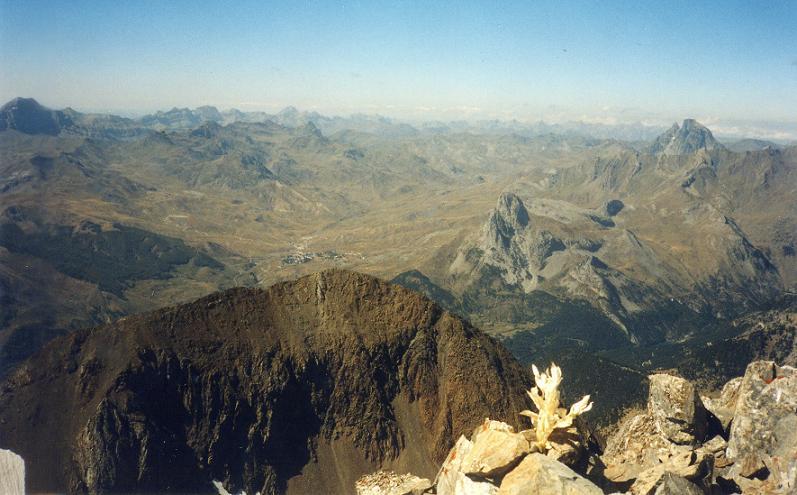 Du pico de Algas 3036 m, la Pena Foratata et le pic du Midi d Ossau