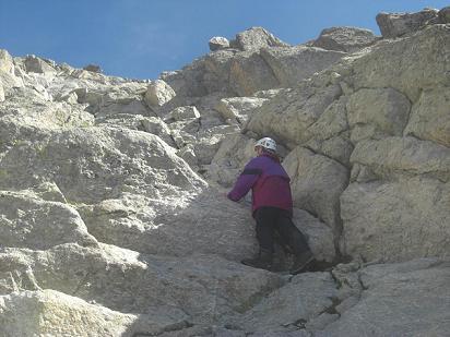 Cheminée Sud du pic des Gourgs Blancs qui débouche au sommet