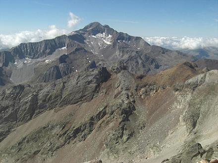 Du sommet du pic des Gourgs Blancs, le pico Posets