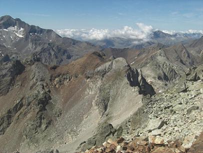 Du sommet du pic des Gourgs Blancs, les pics de Clarabide et le pico Posets