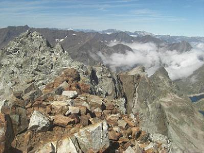 Du sommet du pic des Gourgs Blancs, les pics Balaitous et Vignemale
