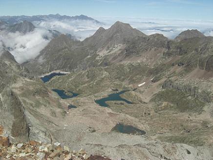 Du sommet du pic des Gourgs Blancs, le vallon des Gourgs Blancs