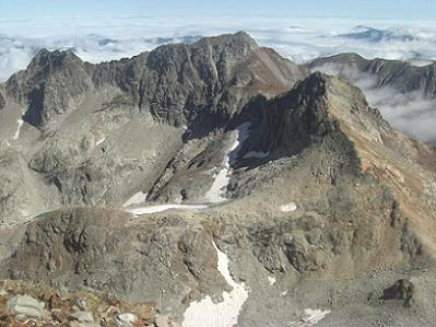 Du sommet du pic des Gourgs Blancs, les pics Belloc, des Spijeoles et Gourdon