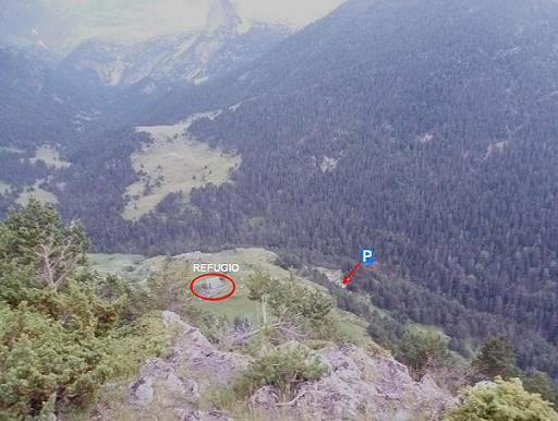 Après avoir dépassé le refuge de Viados (1760 m), en remontant en forêt, passage sur un éperon