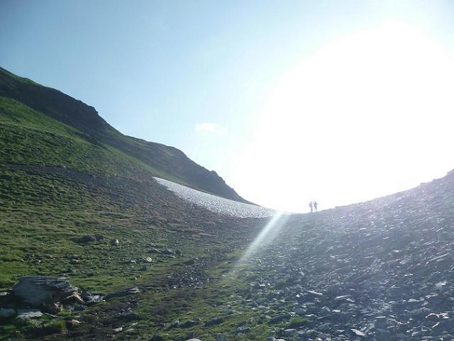 Arrivée au Collado de Senal de Viados (2538 m), avec à gauche la crête Sud-Ouest de la Punta del Sabre
