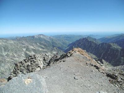 Départ du sommet du Balatous (3144 m) devant Gabizos et Soum de Bassia