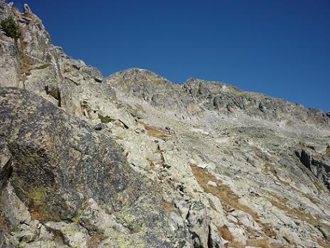 Depuis la crête Sud du pic de Comalesbienes 2720 m, on aperçoit la Punta Alta