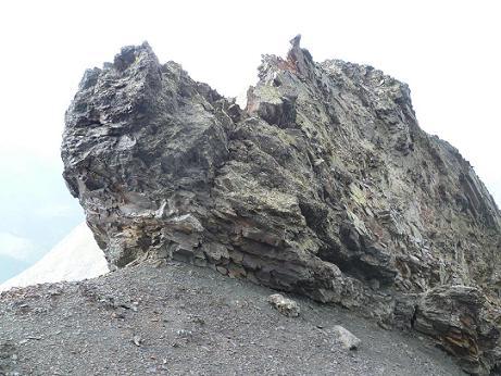 Passage rocheux escarpé sur la crête de la Punta del Sabre