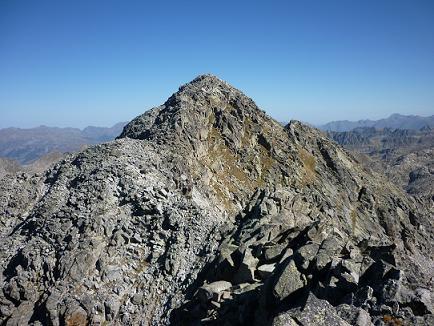 Du sommet du pic de Comalesbienes 2993 m, la Punta Alta, prochain objectif