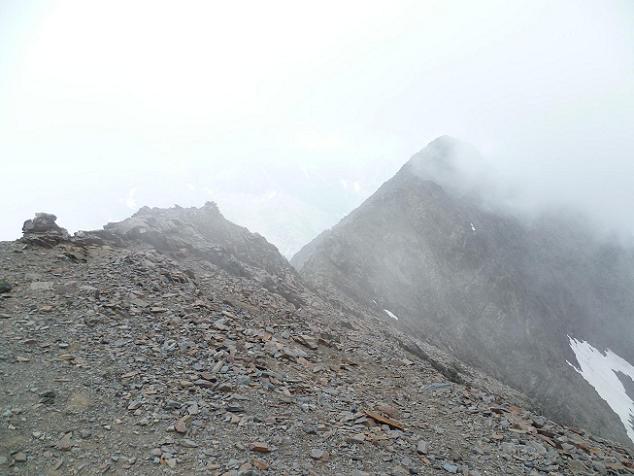 Du sommet du Gran Bachimala (3177 m), La Punta del Sabre, dans les nuages