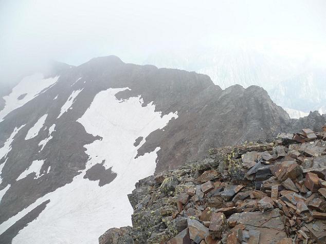 Du sommet du Gran Bachimala (3177 m), la crête qui mène à l`Abeillé