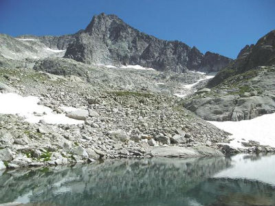 Du lac inférieur de Micoulaou (2302 m), le Balatous