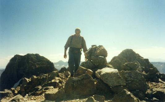 Du sommet du pico de Algas Norte 3032 m, les picos de Algas et de Argualas