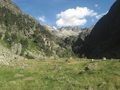 Sur le chemin du retour, regard derrière vers les pics de Clarabide