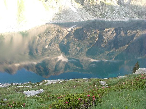Reflets du pic de Néouvielle sur les eaux du lac de Cap de Long