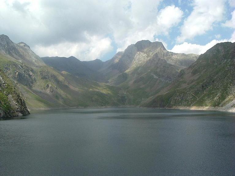 Retour à l aire de stationnement de l Estany de Llauset, vall et pico de Ballibierna