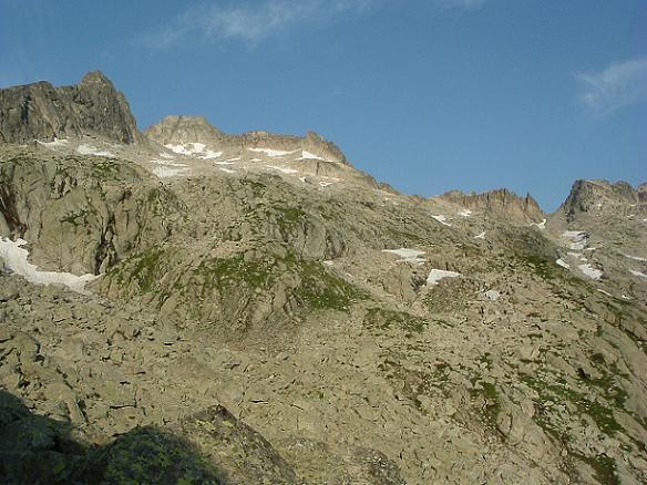 De la Brecque de Barris 2439 m, le pic de Néouvielle et la Brèche de Chausenque