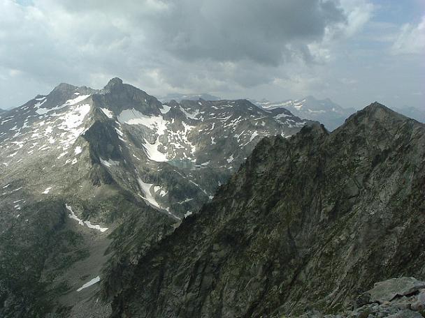 Du sommet du pic des Trois Conseillers, les pics Long, Badet et Turon de Néouvielle