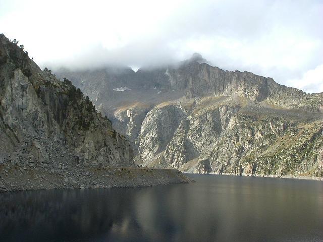 Le lac de Cap de Long dominé par le Ramoun