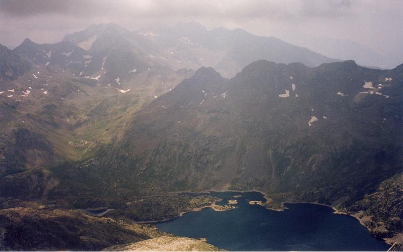 Du pico de la Frondella 3071 m, l embalse de Respomuso ou Respumoso