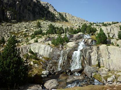 Passage près des belles cascades du Barranc de les Llastres