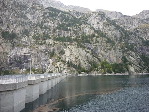 Arrivée au barrage de l`Embassament de Cavallers