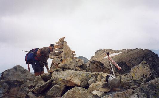 Après passage par la Frondella Central, arrivée au sommet du pico de la Frondella