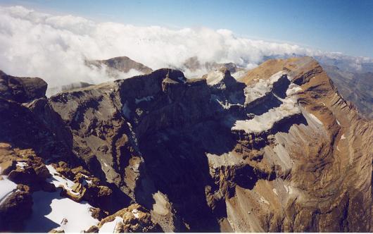 Du sommet du pic Oriental de la Cascade, le Taillon
