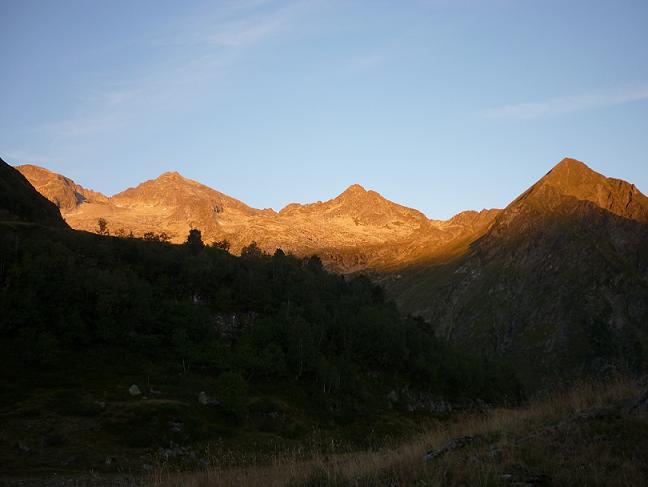 Depuis Prat-Long 1900 m, le Grand Quayrat s`enflamme