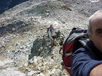 Passage d`escalade sous le sommet de la Tusse de Maupas