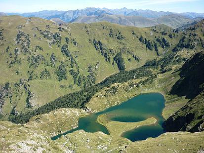 Passage au-dessus du lac Vert, il est bleu !