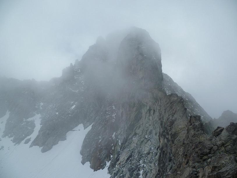 Du sommet du pic Maubic 3058 mètres, les nuages dansent autour du pic Long