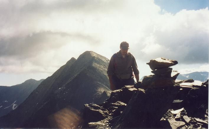 Passage au sommet du pic de Cauarère 2901 m, le mauvais temps menace