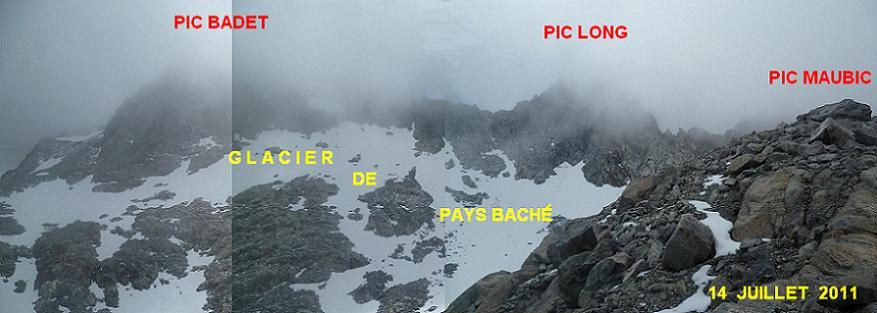 Avant d`arriver au sommet du pic Maubic, regard à gauche vers les restes du glacier de Pays Baché