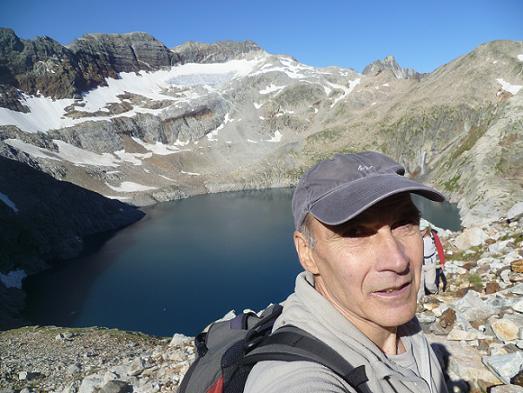 En remontant vers le pic Lézat, le lac du Portillon dans le dos