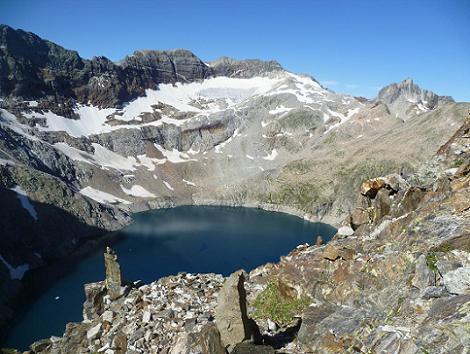 On réalisera quelques cairns, avec des pierres dressées bien visibles, dans la montée vers le pic Lézat