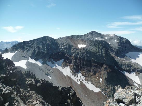 Du sommet du pic Lézat 3107m, l`Aiguille et la Pointe de Litérole, les pics Royo et Perdiguère