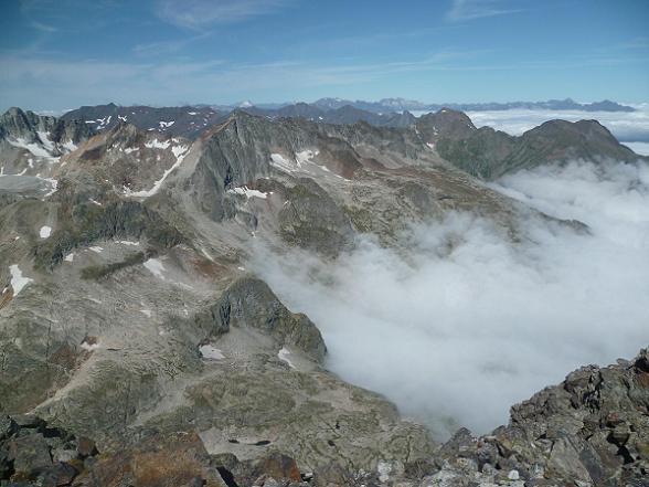 Du sommet du pic Lézat 3107 m, Gourgs Blancs, Batchimale, Spijeoles, Vignemale, Pic Long, Néouvielle, Pic du Midi de Bigorre et Arbizon
