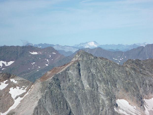 Du sommet du pic Lézat 3107 m, le pic des Spijeoles et le Vignemale