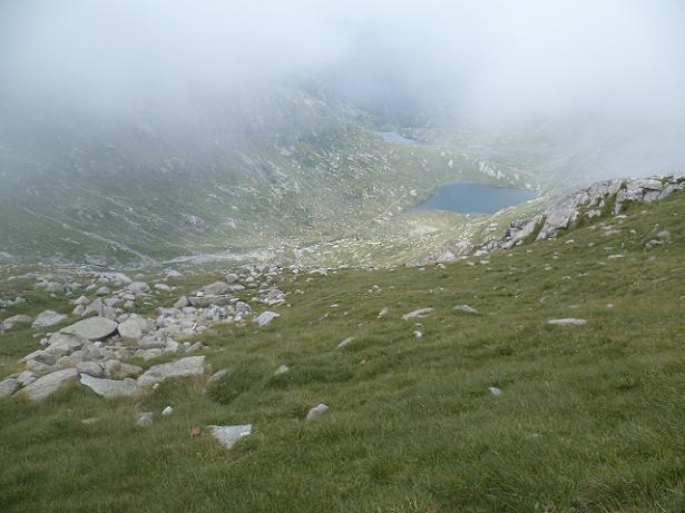 Descente vers la Coume de l`Abesque, le lac Saussat et le lac d`Espingo