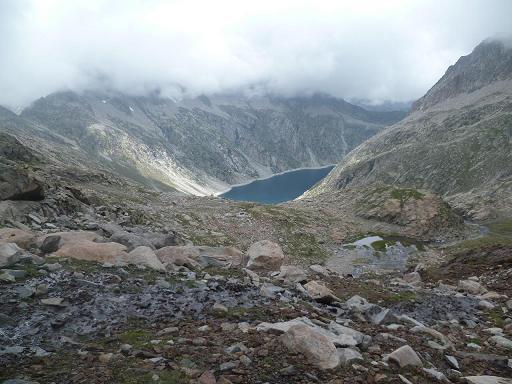 Descente vers le laquet coté 2591 et le lac de Cap de Long